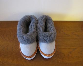 Sheepskin slippers / SIZE EU 41 = US 8,0 / Fur Moccasin / slippers for men ,women / Warm slippers / Gift for men