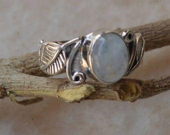 Moonstone Ring Solid 92.5 %Sterling Silver Boho Ring,Beautiful Birthstone Rings,Girlfriend Gift Bohemian Ring,life ring Silver Stacking Ring