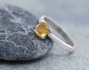 Citrine Ring, Silver Ring with Faceted Citrine Gemstone, Solitaire Citrine Ring Size M, November Birthstone Ring Size 6, Yellow Ring