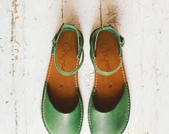 SALE 20% OFF: Greenery Sandals, Leather Shoes, Summer Shoes, Leather Sandals, Leather Flats, Flat Shoes, Closed Toe, Womens Sandals, Casual