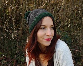 Bonnet Slouchy Anthracite avec Pompon Vert Mousse - Homme / Femme - tricoté main.