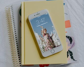 Rapunzel Waving iPhone Wallpaper