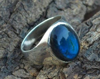 AAA Blue Fire Labradorite and Sterling Silver Ring -Oval Labradorite Ring -Stylish Modern Ring -Faceted Labradorite -Unisex Zodiac Gift Ring