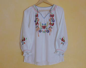Rare 70s Eastern European Hand Embroidered White Cotton Peasant Blouse~ Perfect Condition~ US Medium/Large~ Hippie Earth Tripp