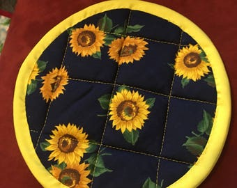 Hand and machine quilted sunflower potholder with yellow binding