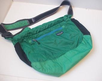 Patagonia 90s green shoulder bag pack strap fanny day