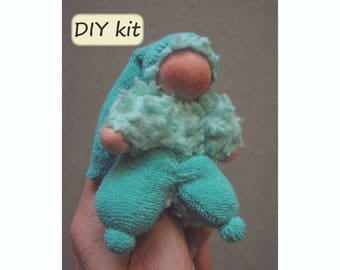 DIY. Do it yourself kit finger puppet/doll 'Duimpie', instructions with pattern (PDF) and materials. Waldorf doll. Color: mint green
