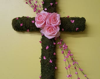 Moss cross with pink flowers