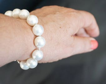 mother of pearl bracelet, knotted white pearl bracelet, handmade bracelet, white mother of pearl bracelet, elegant bracelet, white bracelet