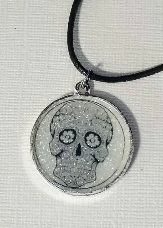 Sugar Skull - glow in the dark necklace