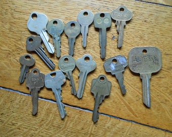 15 Vintage Brass keys, Brass Keys, Vintage brass keys, Old keys for your craft project, 15 Brass keys