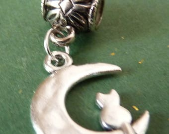 """""""Cat in the Moon"""" BEAD PENDANT in silver charms"""