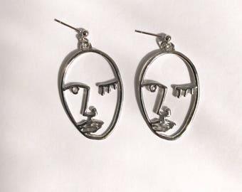 The wink face earrings