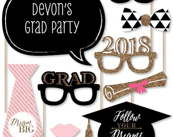 Graduation Photo Booth Props - 2018 Dream Big Photobooth Kit with Custom Talk Bubble for Graduation Parties - 20 Piece Set