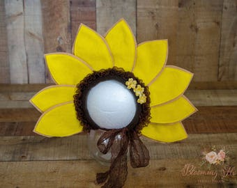 Sunflower Bonnet , Sunflower baby  Hat, Newborn Photo Prop, Sunflower newborn bonnet, Fall Photo Prop,Yellow Flower Photography Prop