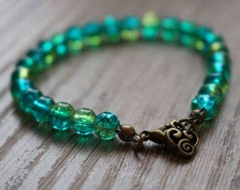 Green Beads Bracelet with Crackle beads