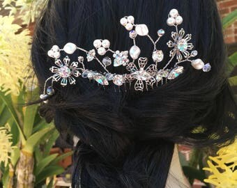 Swarovski crystal and pearl wired hair comb.