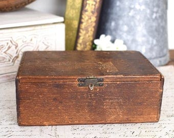 Vintage wooden cigarette box, with lift up lid