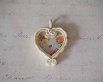Pendant Shabby Chic / retro beige 22x31x7mm floral heart