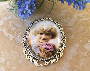 romantic silver Lady brooch once d