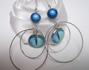 Earrings in the eye of geometric circles