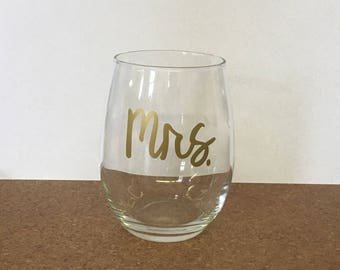Mrs. Wine glasses, wedding planning, wedding gift, bridal shower gift, from ms. to mrs., wedding wine glasses,