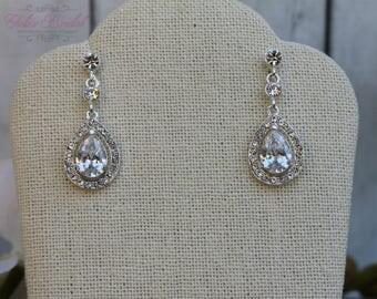 FAST SHIPPING!! Beautiful Zirconia Earrings, Bridal Zirconia Earrings, Mother of the Bride, Bridesmaid Earrings, Sweet 16 Earrings
