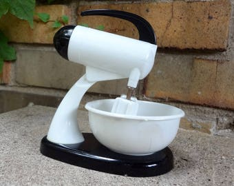 Black And White Plastic Toy Mixer // Doll Kitchen Toy // c. 1950's