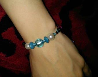 Blue pearl self tying bracelet