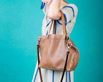 Camel brown leather bag with heavy corners