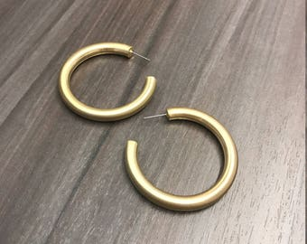 Gisele Matte Gold Large Hoop Earrings | Dress up your outfit with these stunning earrings!