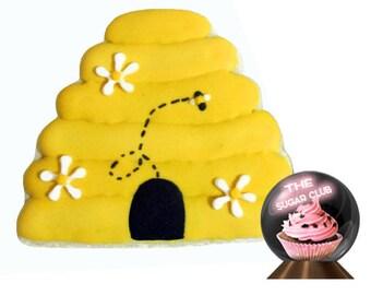 Bee Hive Cookie, Honey Bee Party, Bee Theme Party, Bee Party Idea, Bee Favor, Bumble Bee Theme, Bee Hive Birthday, Yellow Black, Buzzing Bee