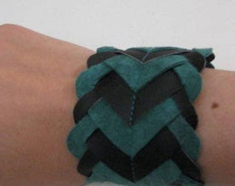 Two-tone green and black leather bracelet