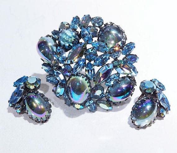 REGENCY Rhinestone Brooch Earrings Set / 1950s Mid Century Rhinestone Jewelry / Demi Parure / Peacock Blue Art Glass Brooch and Earrings