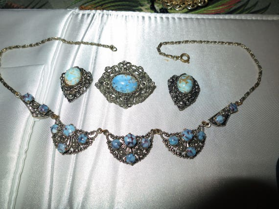Lovely 1950s vintage silvertone turquoise necklace, brooch and clip on earrings