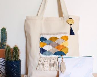 Tote bag créateur tissé main et sa trousse assortie, ensemble cadeau femme japonisant, broche et plume en bois, collaboration créatrices