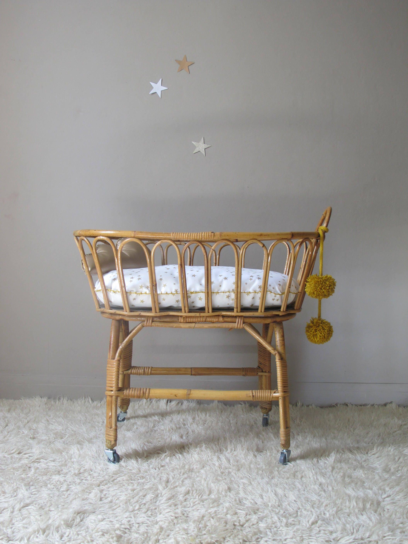 berceau en rotin pour poup e jouet toy 39 s ancien au design. Black Bedroom Furniture Sets. Home Design Ideas