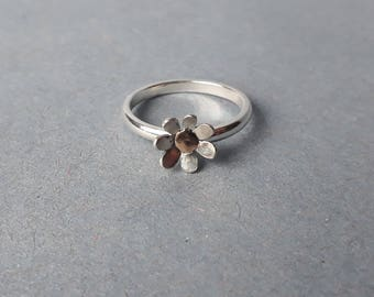 Flower ring with gold detail
