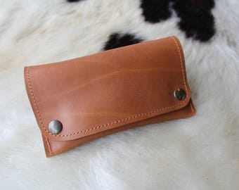 Tobacco Brown; Brown leather tobacco pouch