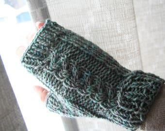 Cable knit fingerless mittens