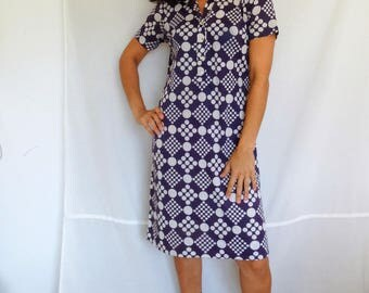 Purple jersey dress polka dot size 8 shirt dress short sleeved geometric print front button up vintage 70s Medium size 8