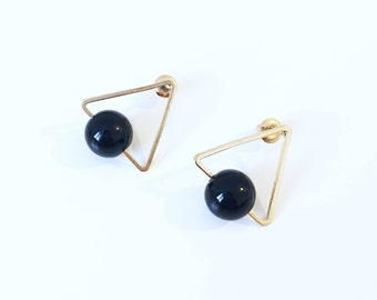 Minimalist Rose Gold Triangle and Black Bead Stud Earrings / Geometric Geometrique Boucles d'Oreille Dorées avec perle et triangle / For Her