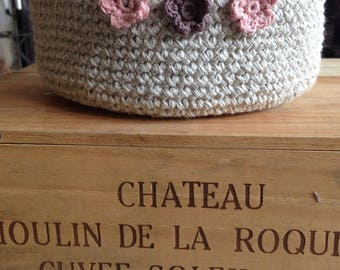 Cotton and linen basket with crochet and small flowers