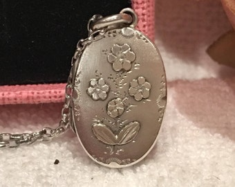 Magnificent Antique Vintage Victorian ENGLISH Sterling Silver Small LOCKET-Beautiful FLORAL Motif Front-Birmingham 1898-45cm S/Silver Chain