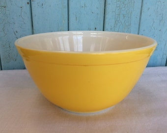 Vintage 1.5 QT. Yellow Pyrex Mixing Bowl, Primary Colors Bowl # 402, Mid Century Pyrex