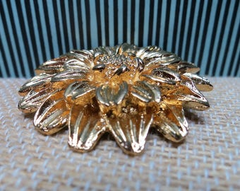 Vintage Gold Tone Single Flower Brooch / Round Floral Bloom Pin with Gorgeous Detail Texture & Dimension / Pretty Classic Gift (G838)