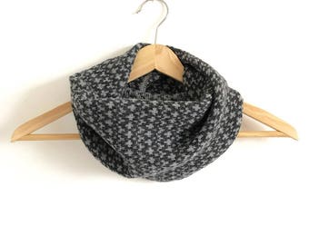 Grey Chrome Pebble Design Snood Cowl Knitted in Supersoft Lambswool