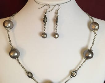Gray Pearl Style Necklace and Earring Set