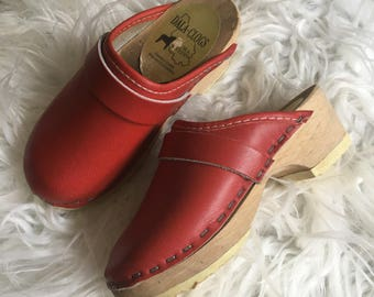 1970's dala-clogs red leather clogs with wood bottoms - size 9
