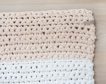 Bed rug white apricot/pink crocheted rug